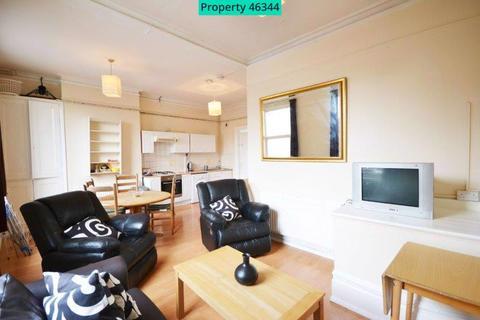 4 bedroom flat to rent - Blackstock Road, London, N4 2JE
