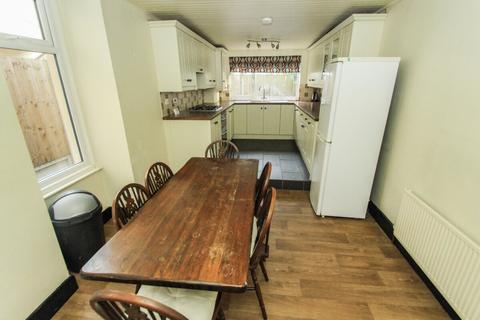 3 bedroom terraced house to rent - Park Grove Road, Leytonstone, London, E11 4PU