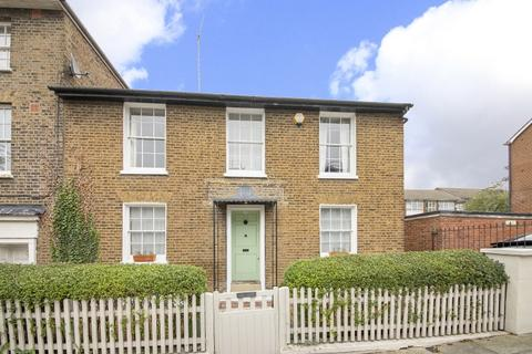 3 bedroom cottage for sale - Woodhill London SE18