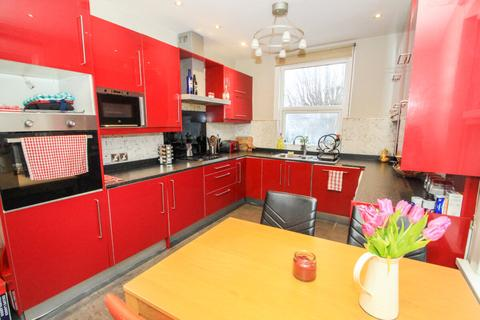 3 bedroom flat to rent - Leasowes Road, Leyton, London, E10 7BE