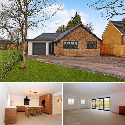 3 bedroom detached bungalow for sale - Woodlands Road, Mere, Warminster, Wiltshire. BA12 6BY