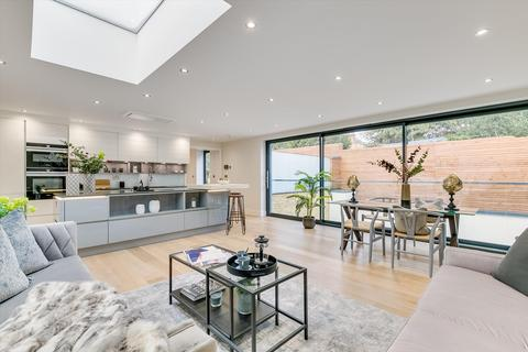 3 bedroom detached house for sale - Trinity Road, London, SW17