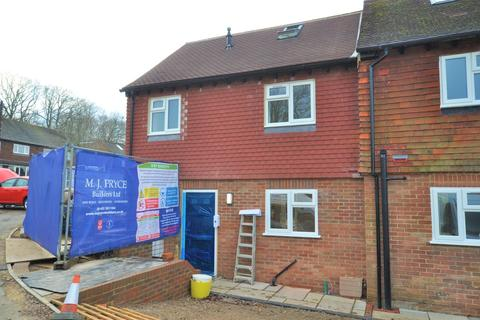 3 bedroom end of terrace house for sale - Upfolds Green, Guildford