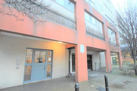 2 bedroom flat to rent - Cambridge Road, Barking, IG11