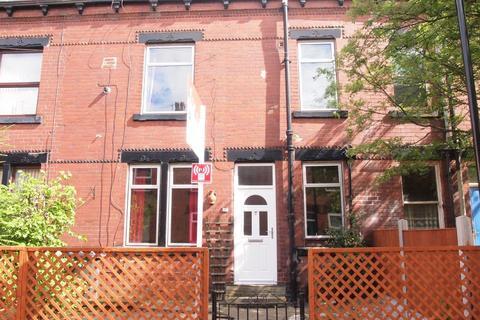 3 bedroom terraced house to rent - Warrels Avenue, Bramley, Leeds, West Yorkshire