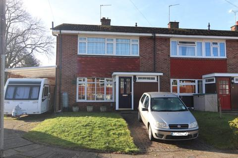 3 bedroom end of terrace house for sale - St Giles Close, Farnborough