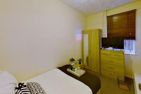 1 bedroom apartment to rent - FLat 1, 122 Foxhall Road