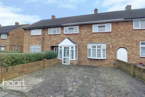 3 bedroom terraced house for sale - Hilldene Avenue, Romford