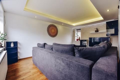 4 bedroom terraced house for sale - High Specification Bretton Family Home offered with No Onward Chain