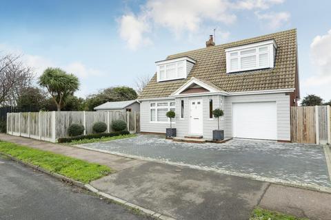 3 bedroom detached house for sale - Salisbury Avenue, Broadstairs