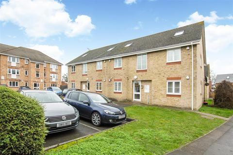2 bedroom flat for sale - Telford Drive, Slough