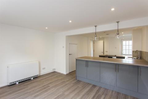 2 bedroom flat to rent - High Street, Whitstable