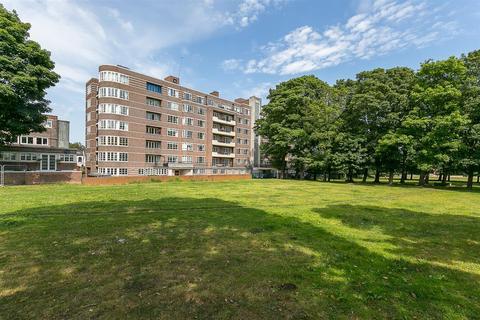 2 bedroom flat to rent - Moor Court, Westfield, Gosforth
