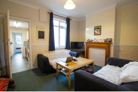 4 bedroom semi-detached house to rent - Metchley Lane, Birmingham