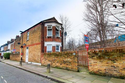 2 bedroom flat for sale - Woodside Gardens, London