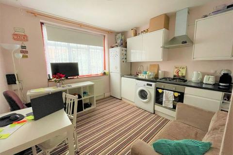 1 bedroom flat to rent - Evanston Gardens, Ilford, Essex, IG4