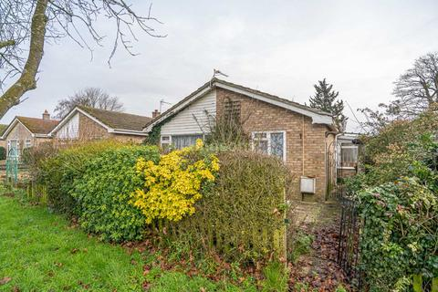 2 bedroom detached bungalow for sale - Priory Road, Watton