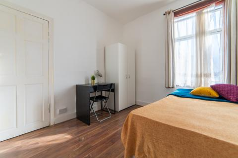 1 bedroom in a flat share to rent - Studley Road, London E7