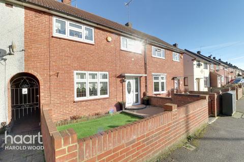 3 bedroom terraced house for sale - Dagnam Park Drive, Romford
