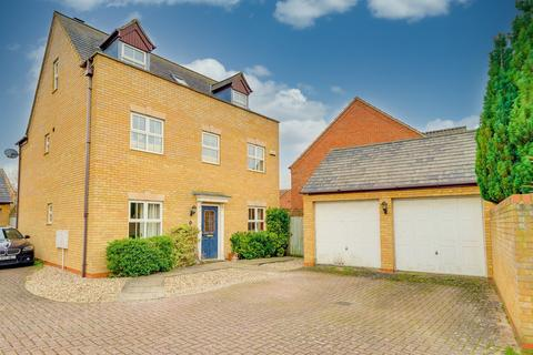 5 bedroom detached house for sale - Redwing Rise, Royston