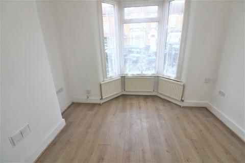 2 bedroom ground floor flat - Grosvenor Road, Edmonton