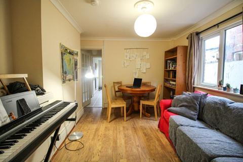 2 bedroom flat to rent - Crescent Road, London, N22
