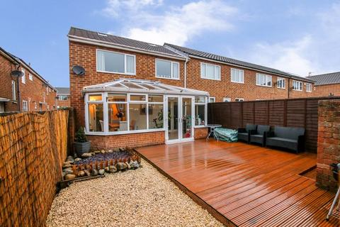 3 bedroom end of terrace house for sale - Garth Twentyseven, Killingworth, NE12