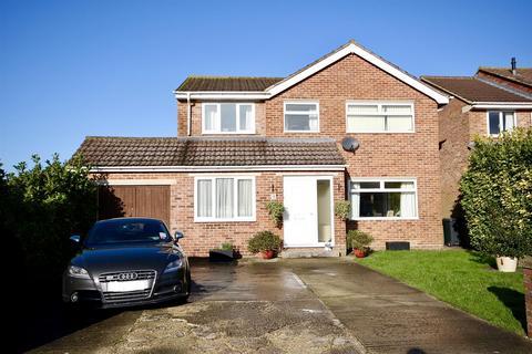 3 bedroom detached house for sale - Tregantle Walk, Nythe, Swindon