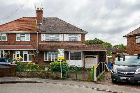 3 bedroom semi-detached house for sale - South Crescent, Featherstone, Wolverhampton, WV10