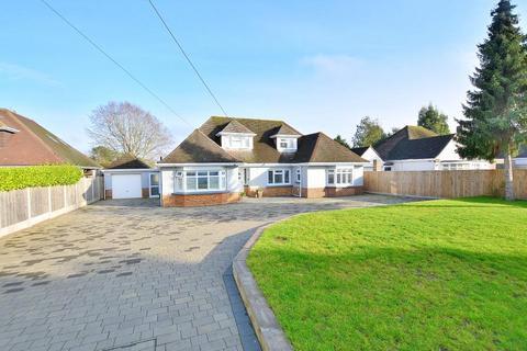 4 bedroom chalet for sale - Crescent Walk, West Parley, BH22 8PZ
