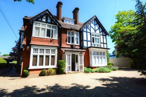 2 bedroom apartment to rent - Ray Park Avenue, Maidenhead