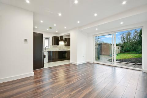 3 bedroom bungalow - Cavendish Avenue, Ruislip, Hillingdon, HA4