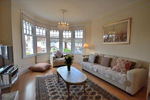3 bedroom flat for sale - Fox Lane, Palmers Green N13