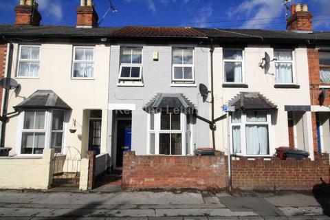 3 bedroom terraced house - Cardiff Road, Reading