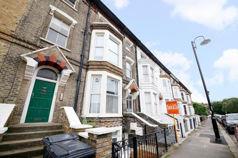 1 bedroom flat to rent - St. Aubyns Road,  London, SE19