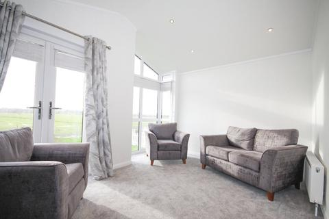 2 bedroom property for sale - Meadow View Park, Minster On Sea