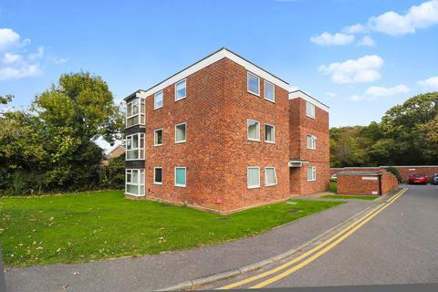2 bedroom flat for sale - Rayleigh Road, Thundersley
