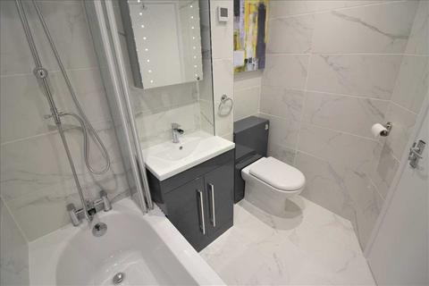 2 bedroom apartment to rent - FULLY REFURBISHED TWO BED APARTMENT