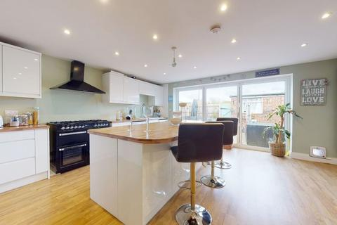 3 bedroom semi-detached house for sale - Houblon Drive, Chelmsford