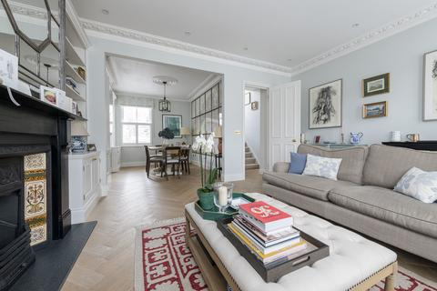 3 bedroom flat for sale - Almeric Road, London, SW11
