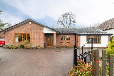 3 bedroom detached bungalow for sale - Widney Manor Road, Solihull