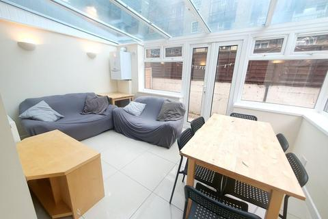 5 bedroom semi-detached house to rent - Barnsfield Place, Island Gardens / Greenwich, London, E14 9YB