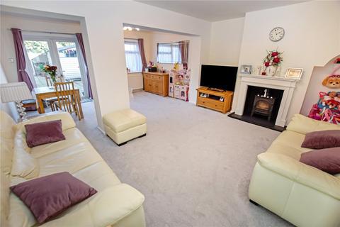 3 bedroom terraced house - Rosedale Road, Romford, Essex, RM1