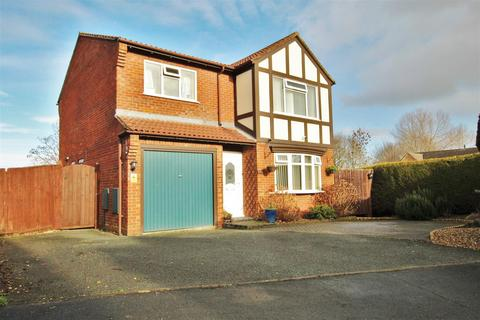 4 bedroom detached house for sale - Balmoral Crescent, Oswestry