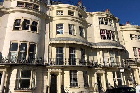 Studio to rent - Regency Square, Brighton, BN1 2FG