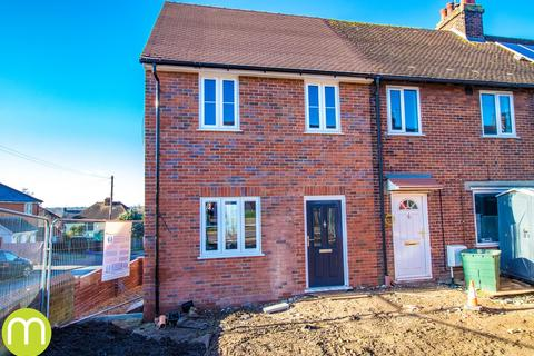 3 bedroom end of terrace house for sale - St Annes Road, Colchester, CO4