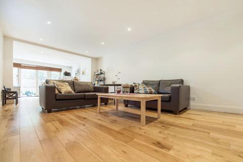 2 bedroom flat to rent - Rozel Road, SW4