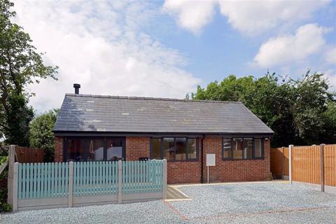 2 bedroom detached bungalow for sale - St Georges Court, Baschurch, Shrewsbury, Shropshire