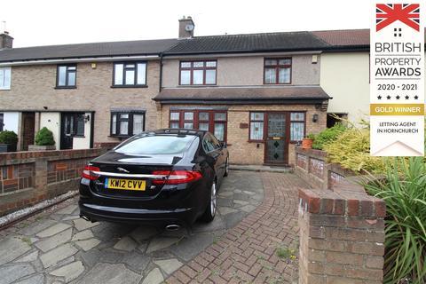 4 bedroom terraced house to rent - Durham Avenue, Gidea Park