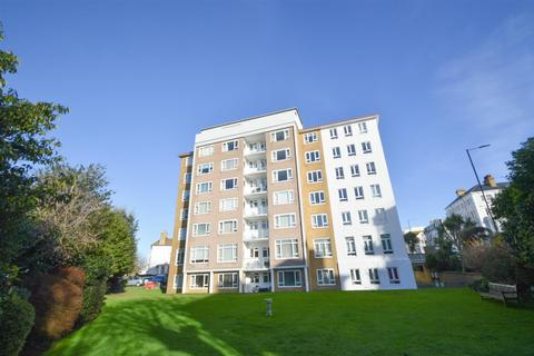 2 bedroom flat for sale - Chiswick Place, Eastbourne